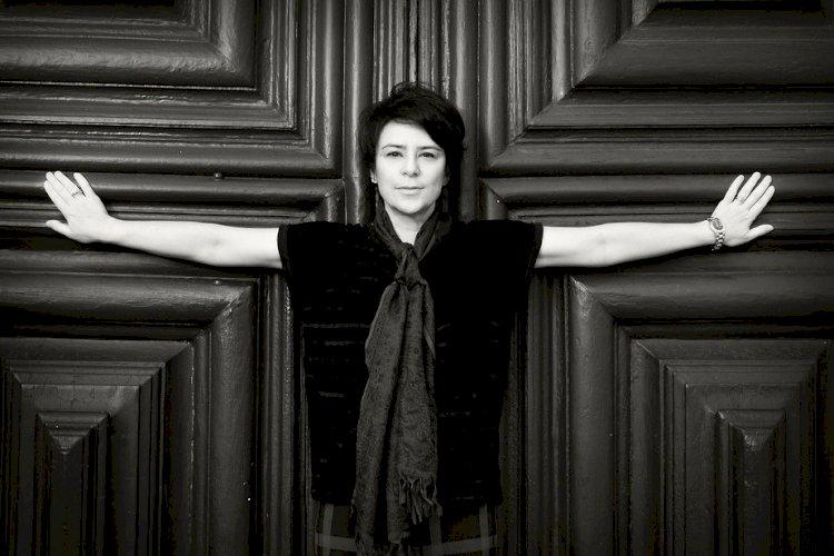 Fernanda Takai recorda o recado terno de Nico Nicolaiewsky em álbum solo