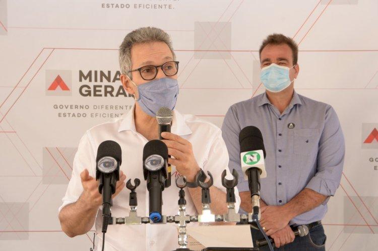 Romeu Zema entrega respiradores para tratamento da covid-19 em João Pinheiro MG